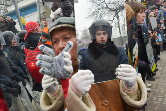 mirrors-brought-to-protests-police-forced-to-look-at-what-theyve-become